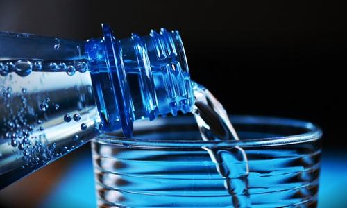 """星级酒店常用的12种矿泉水 你喝到的可能是""""假水"""""""