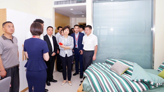 近日,京东官方宣布刘强东承诺的高级白领公寓在宿迁建成,并分享了白领公寓的内部装修,实在太羡煞旁人了。