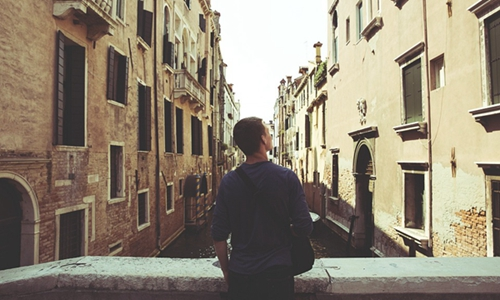 如何看待青年长租公寓市场的发展?