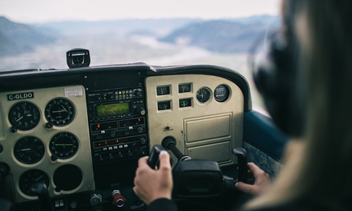 韩国大批飞行员跳槽中国 韩业界急商对策