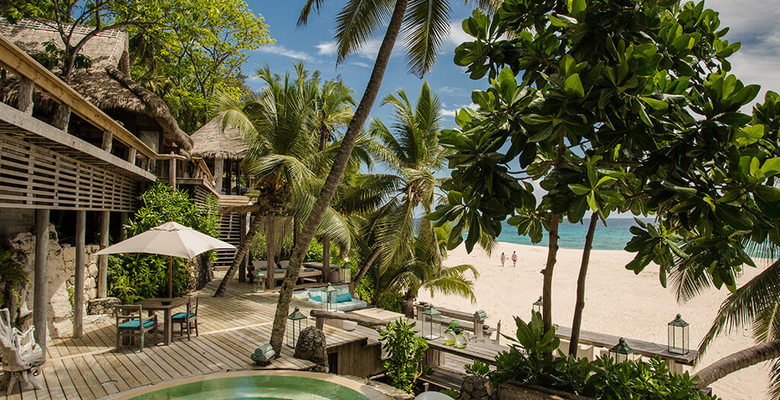 Luxury-Hotels.com近日进行了一项调查,比较了2017年7月至8月的夏季旅游月份全球豪华酒店的价格,排名根据双人居住酒店或度假村的最低间夜价。    最贵的是塞舌尔中心的豪华私人岛屿度假村North Island Lodge ,每晚价格为6,995美元。 1. 塞舌尔North Island Lodge (Seychelles) $6,995