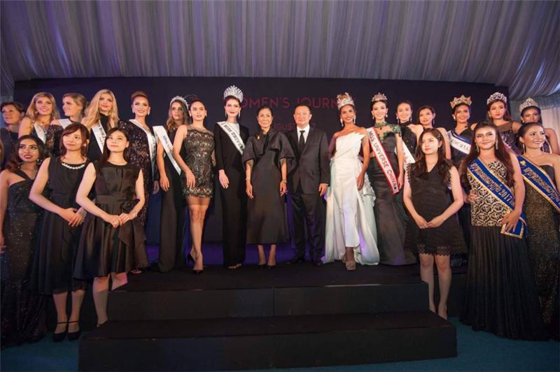 """8月1日,""""2017女性泰国之旅""""欢迎晚宴在曼谷Nai Lert Heritage House隆重召开。泰国国家旅游与体育部部长科布坎恩·瓦塔那兰库尔夫人士、泰国国家旅游局局长育塔萨先生、泰国国家旅游局副局长林萍女士出席了欢迎宴。"""
