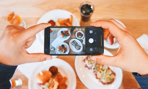这家酒店禁止用餐时使用手机 你愿意遵守么