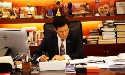 卸任董事长职务后陈妙林这一个月做了些什么?