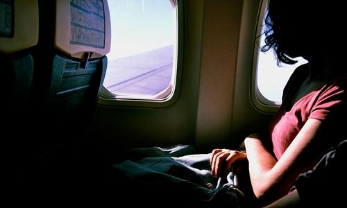 飞机上可以玩手机?民航新规实施后各航司无实质性动作