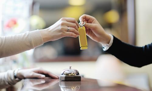 酒店房价上涨 你会如何巧妙应对老顾客的询问?