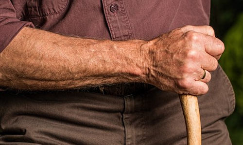 世界上最勤奋的人已经老了
