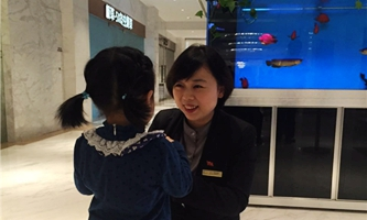 身为一名酒店前台接待员 她说平凡心也能创造不凡的成绩