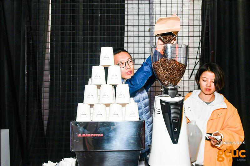看着倒咖啡豆都能闻到咖啡香了!