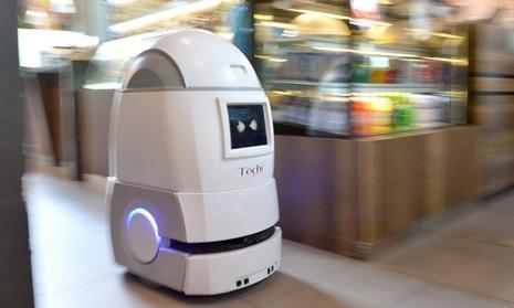 传统酒店智能升级 机器人在新加坡酒店业刮起了一阵风