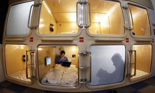 内装升级、多元服务和个性化体验 日本胶囊旅馆行业迎变革