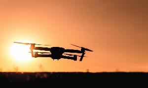 DJI发布2018年旗舰袖珍无人机