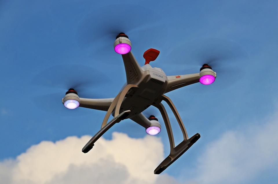 FlyJacket: 张开双臂就能更直观方便地控制无人机