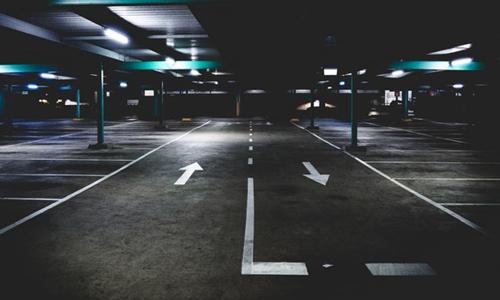公租房小区停车位比房租还贵 公益性去哪儿了?