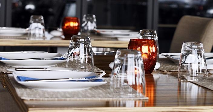 餐饮服务:汤汁洒到客人身上,怎么办?